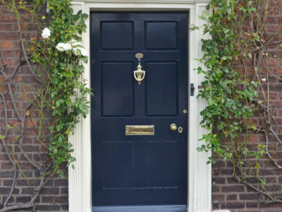 The Advantages and Disadvantages of Wooden Doors