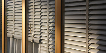 Window blinds in Street