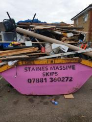 Staines Massive Skips Logo